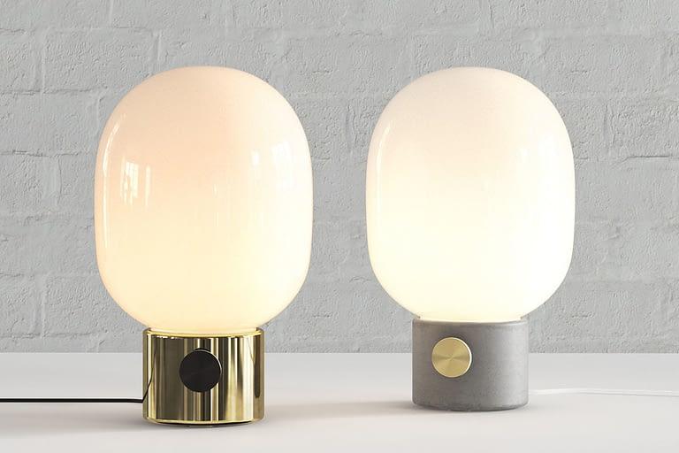 Rendering di prodotto, lampade di design con base in metallo color oro o grigio e vetro opaco di colore bianco per comodini