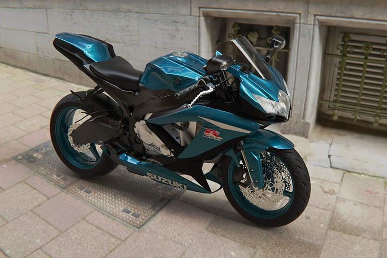 Rendering di prodotto, motocicletta suzuki GSX, rendering con ambientazione e riflessi realistici.