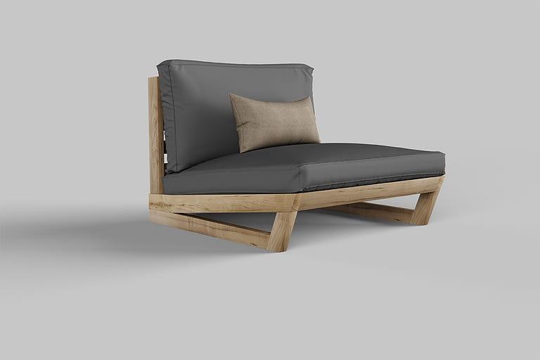 Rendering di prodotto, rendering di poltrona di design grigia molto bassa con cuscino gambe e seduta in legno.