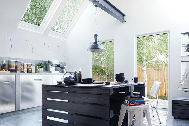 Rendering interni, cucina stile campagnolo con lucernaio e mobili in alluminio.